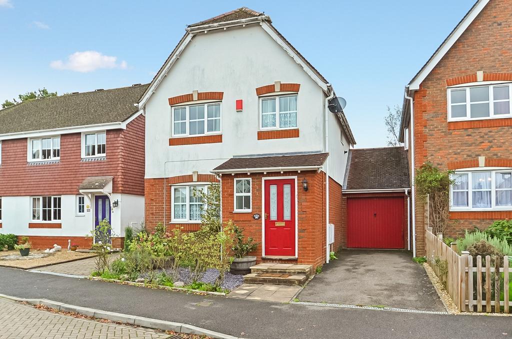3 Bedrooms Detached House for sale in Cranham Avenue, Billingshurst, West Sussex, RH14