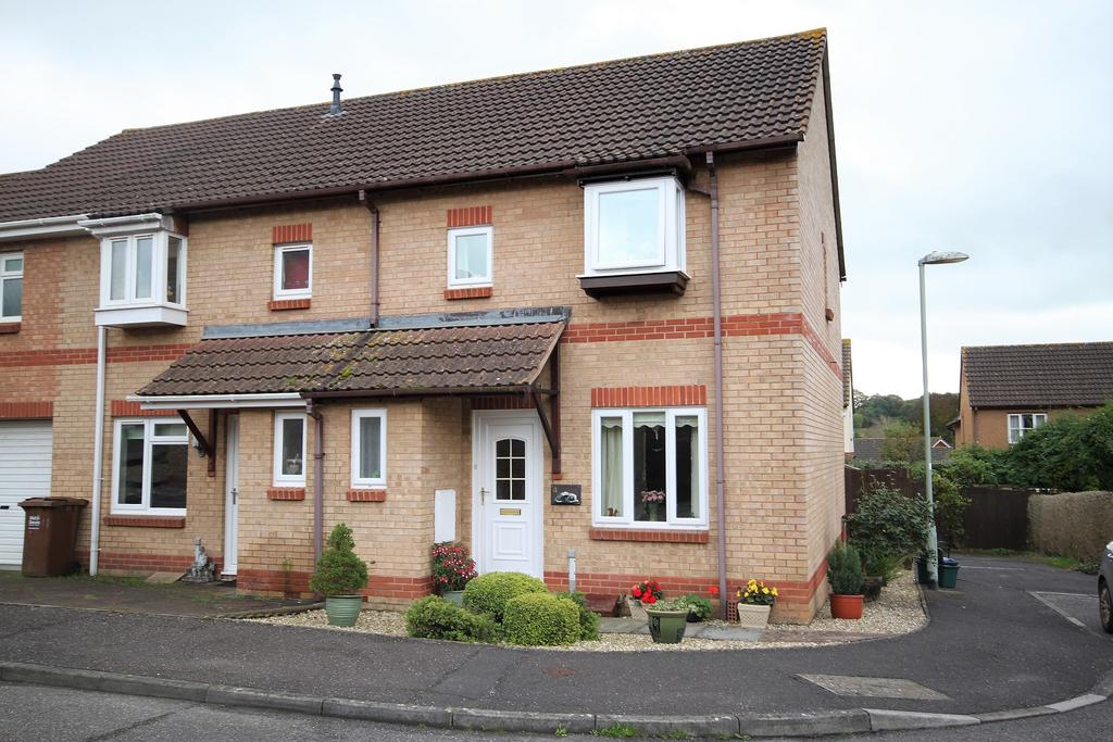 3 Bedrooms Semi Detached House for sale in Robin Close, Cullompton EX15 1UN