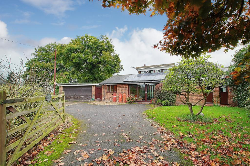 2 Bedrooms Detached Bungalow for sale in AWBRIDGE