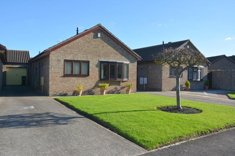 2 Bedrooms Bungalow for sale in Conway Crescent, Burnham-On-Sea