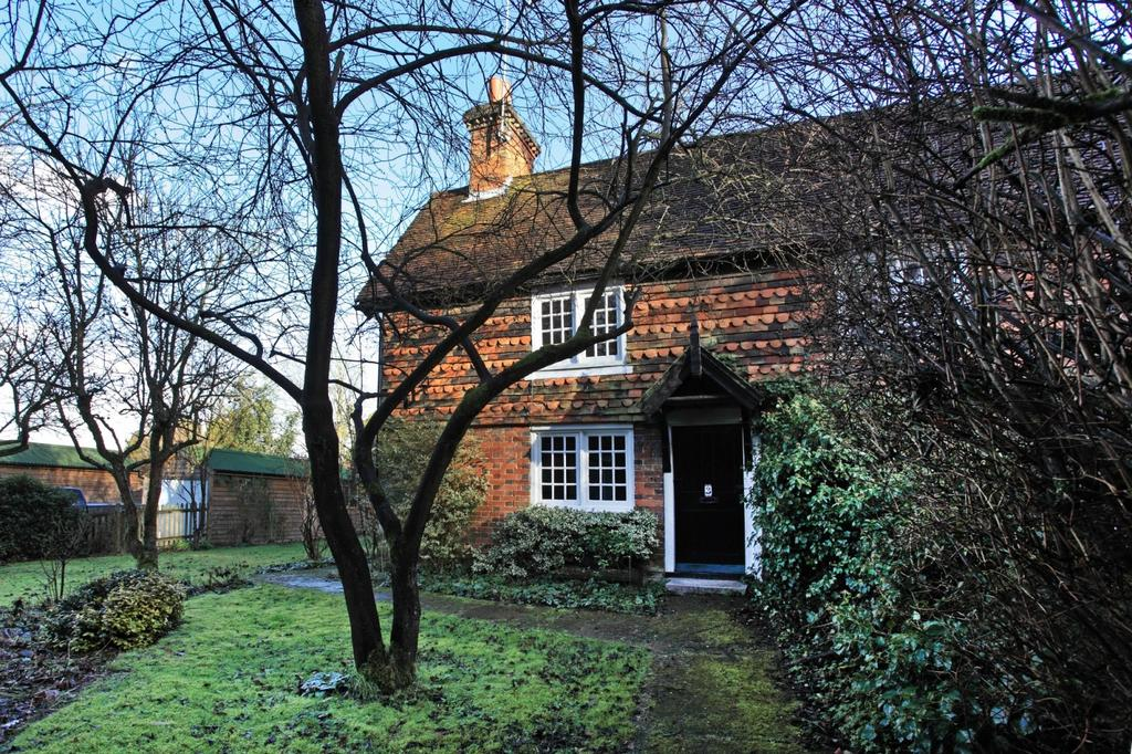 3 Bedrooms Cottage House for rent in Cherry Tree Cottages, Godden Green, Sevenoaks, TN15
