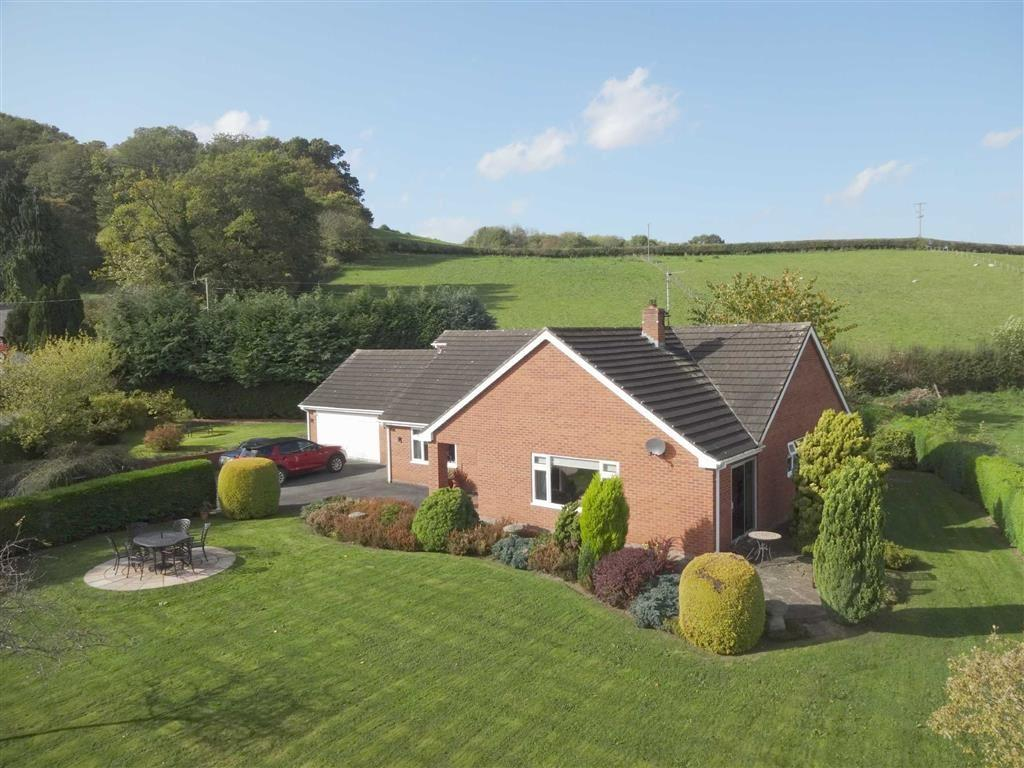 3 Bedrooms Detached Bungalow for sale in Woodlea, Garthmyl, Montgomery, Powys, SY15