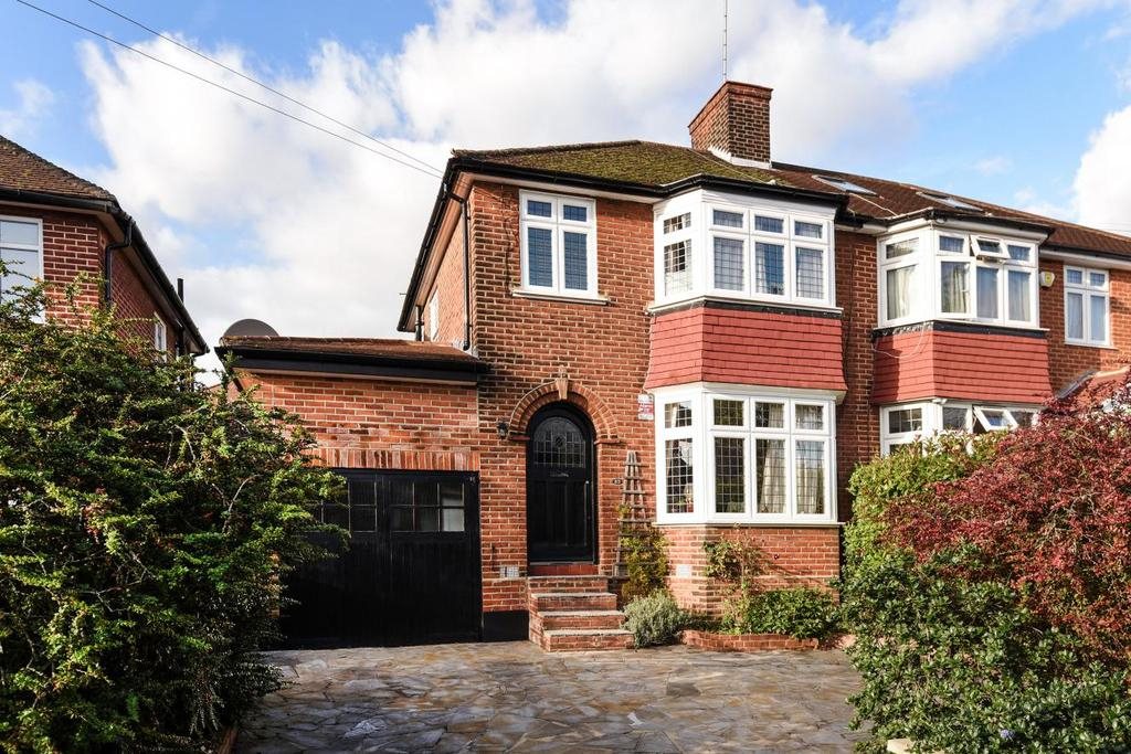3 Bedrooms Semi Detached House for sale in Fountains Crescent, Southgate