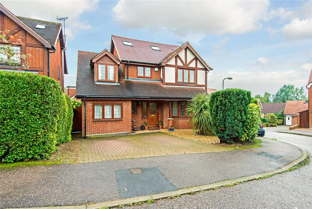 5 Bedrooms Detached House for sale in Beechcroft Road, Bushey, Hertfordshire, WD23