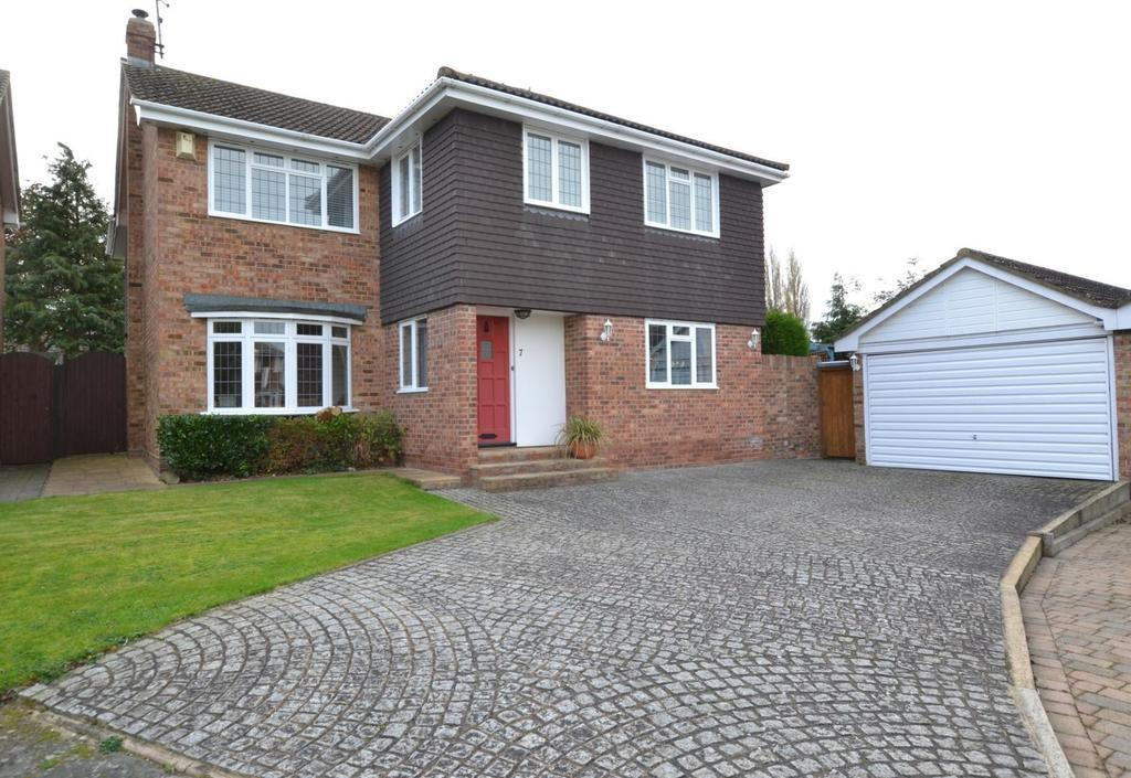 5 Bedrooms Detached House for sale in Courtlands, Billericay, Essex, CM12