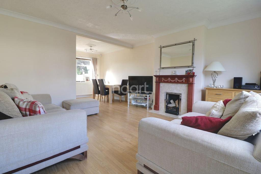 3 Bedrooms Semi Detached House for sale in Richmond Drive, Rayleigh
