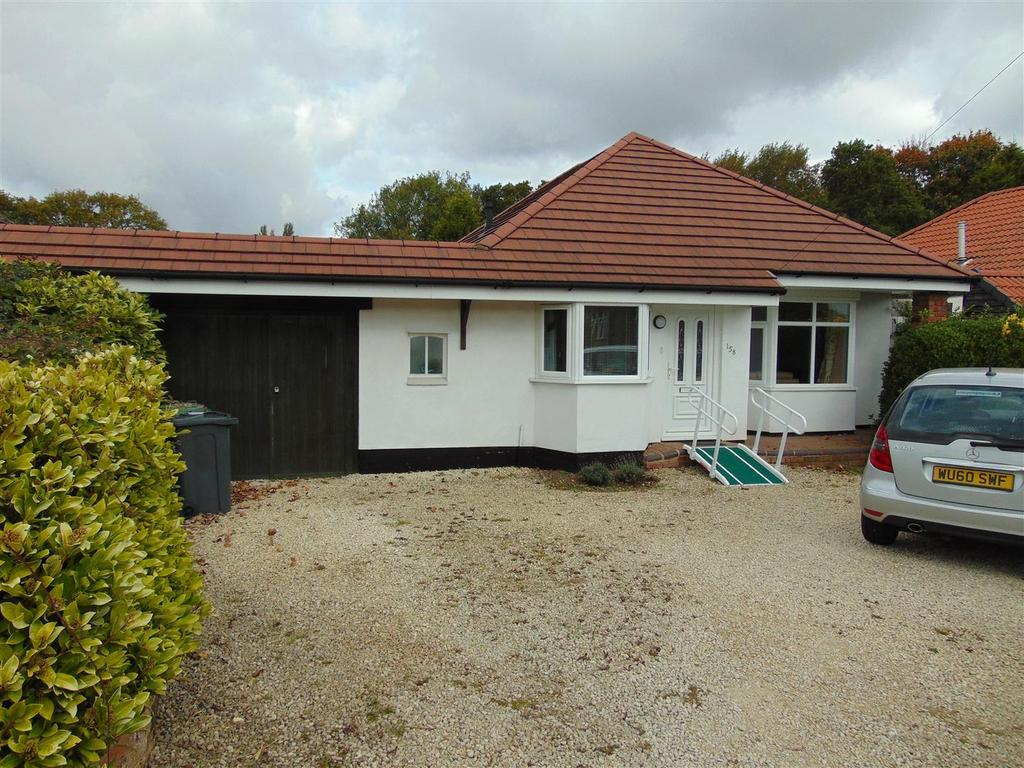 4 Bedrooms Detached Bungalow for sale in Walsall Road, Aldridge, Walsall