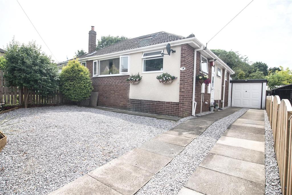 2 Bedrooms Semi Detached Bungalow for sale in Long Lane, Clayton West, Huddersfield, HD8 9PR
