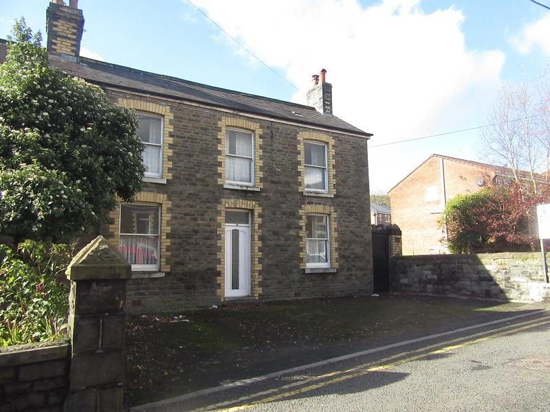 3 Bedrooms Semi Detached House for sale in Lone Road, Clydach, Swansea, City And County of Swansea.