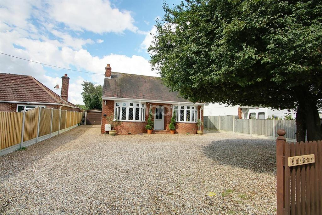 2 Bedrooms Bungalow for sale in Brightlingsea Road