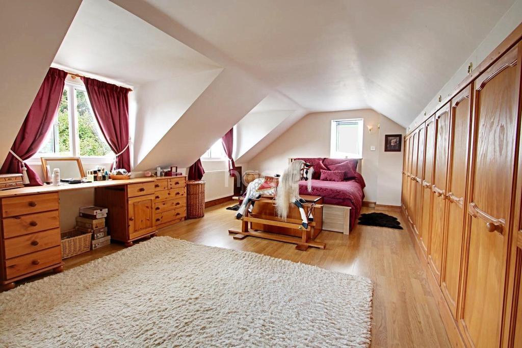 2 Bedrooms Bungalow for sale in Brightlingsea Road