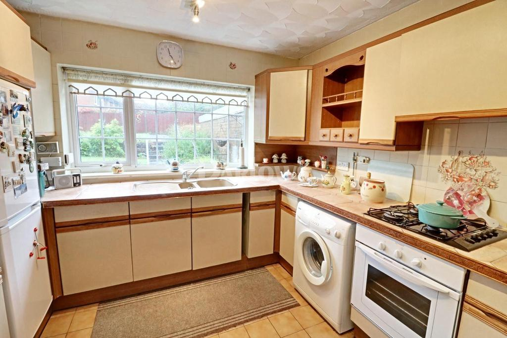 2 Bedrooms Bungalow for sale in Heol Serth, Caerphilly