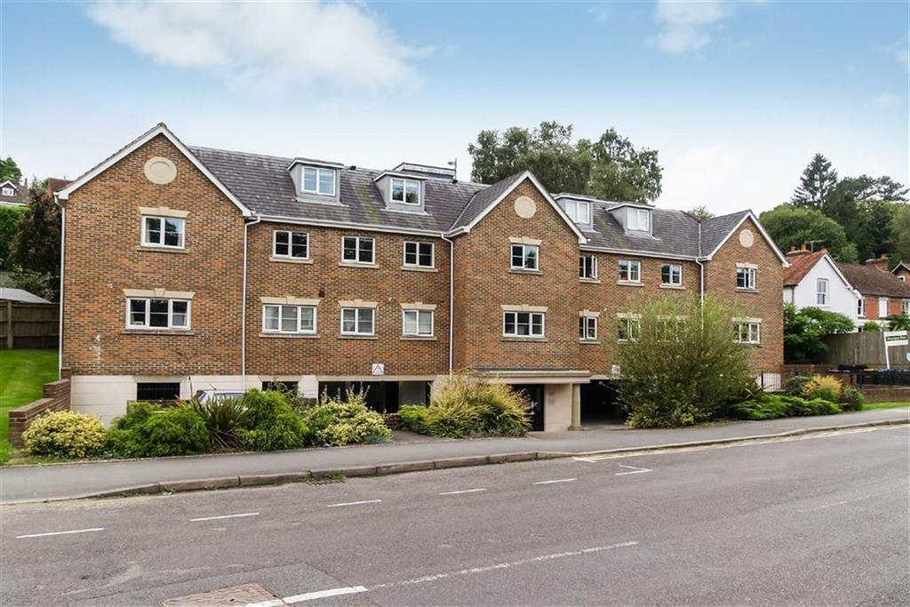 2 Bedrooms Flat for sale in Canvas Court, Haslemere, Surrey, GU27