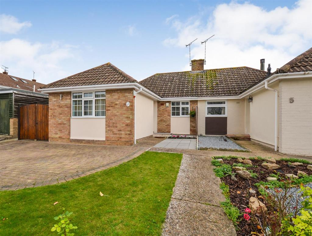 2 Bedrooms Bungalow for sale in Westway, South Woodham Ferrers, Chelmsford