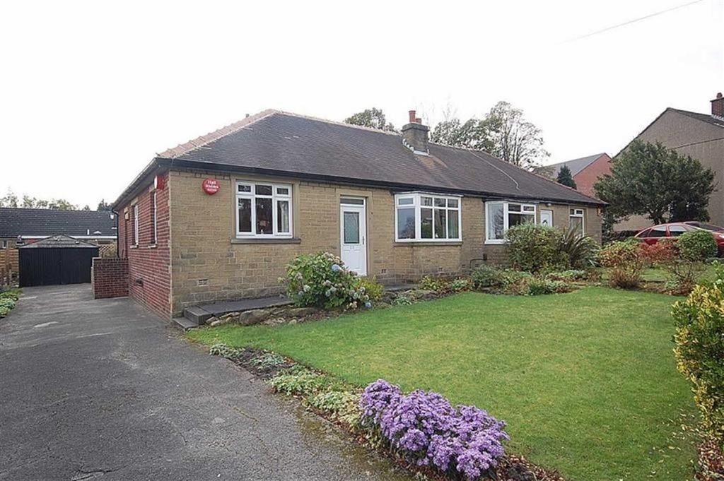 2 Bedrooms Semi Detached Bungalow for sale in Foster Avenue, Beaumont Park, Huddersfield, HD4