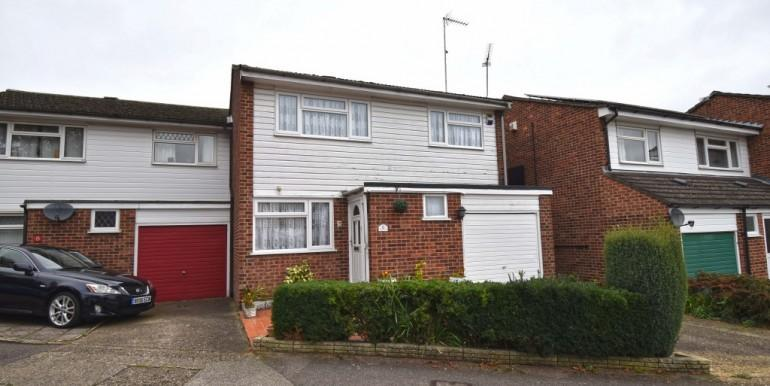 3 Bedrooms End Of Terrace House for sale in Charlton Close, Hoddesdon, Hertfordshire EN11