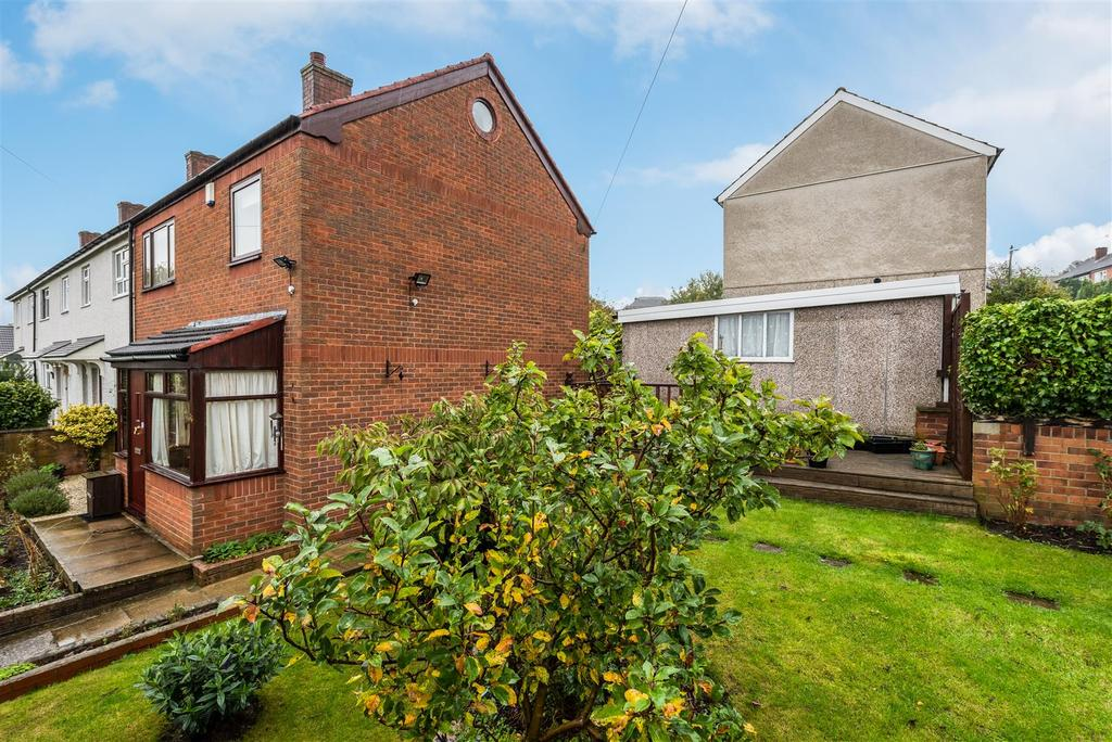 3 Bedrooms Terraced House for sale in Silk Mill Drive, Leeds