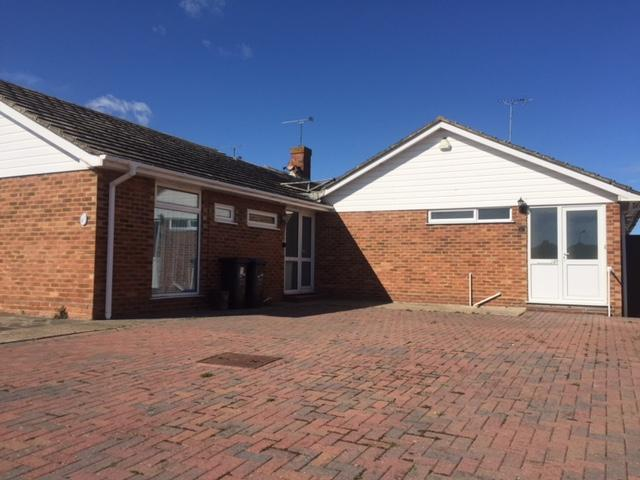 3 Bedrooms Bungalow for sale in Turnden Gardens, Plam Bay, Margate , Kent CT9