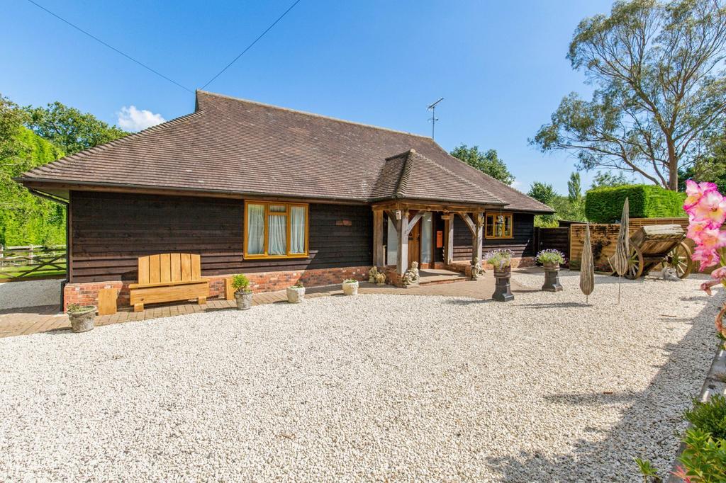 3 Bedrooms Detached House for sale in Storrington, West Sussex RH20