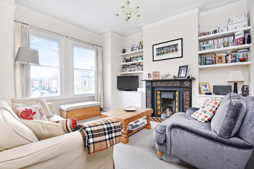 3 Bedrooms Flat for sale in Tooting Bec Road, Balham