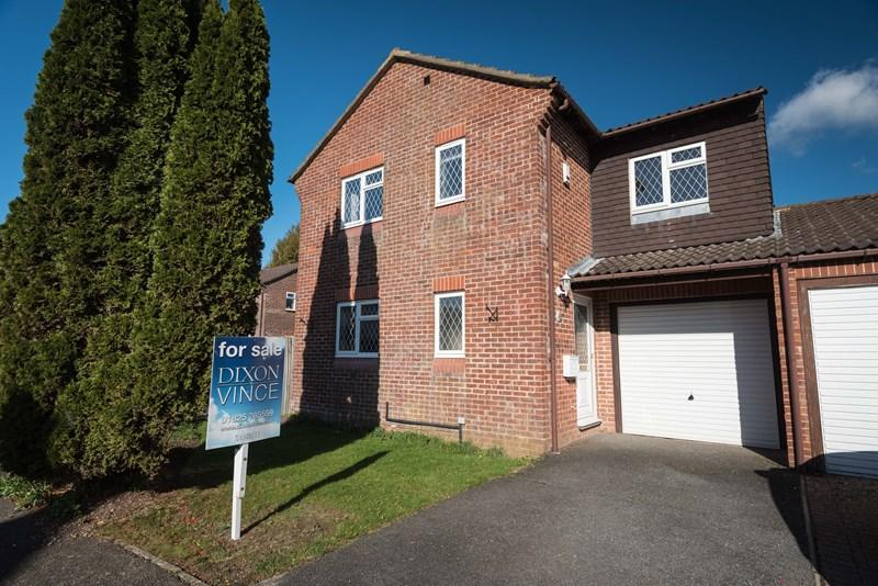 4 Bedrooms Link Detached House for sale in Wares Road, Ridgewood, Uckfield