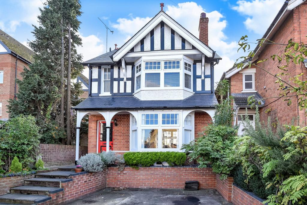 3 Bedrooms Detached House for sale in Woking