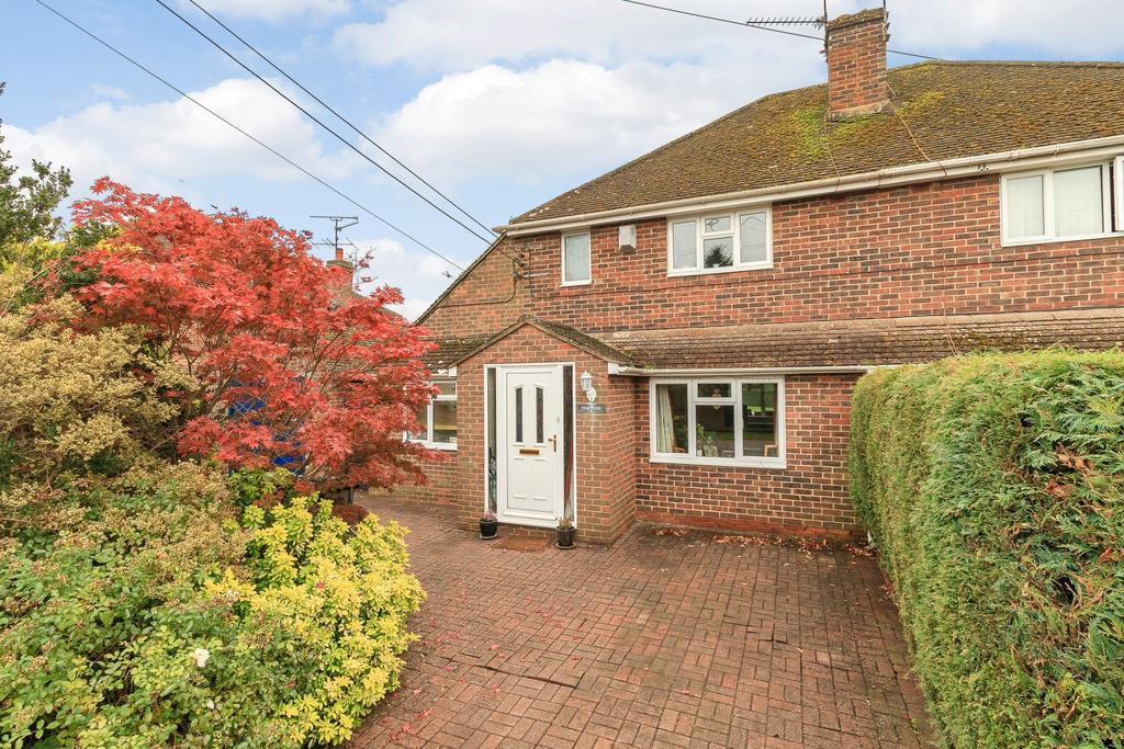 3 Bedrooms Semi Detached House for sale in Ash Green