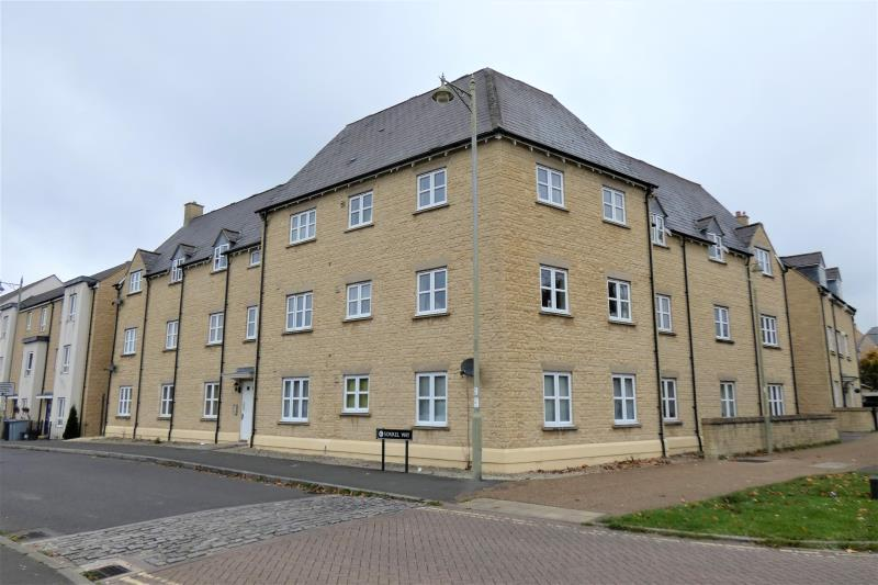 2 Bedrooms Flat for sale in Heyford House, Carterton, Oxon