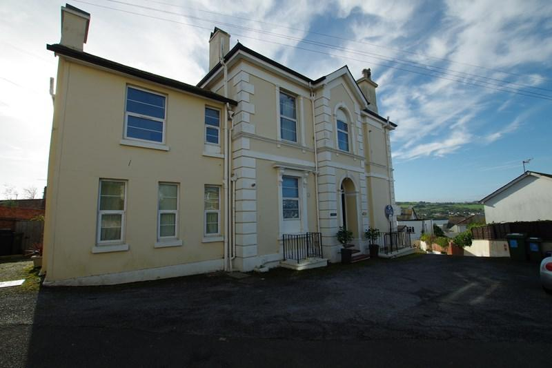 3 Bedrooms Flat for sale in Landscore Road, Teignmouth