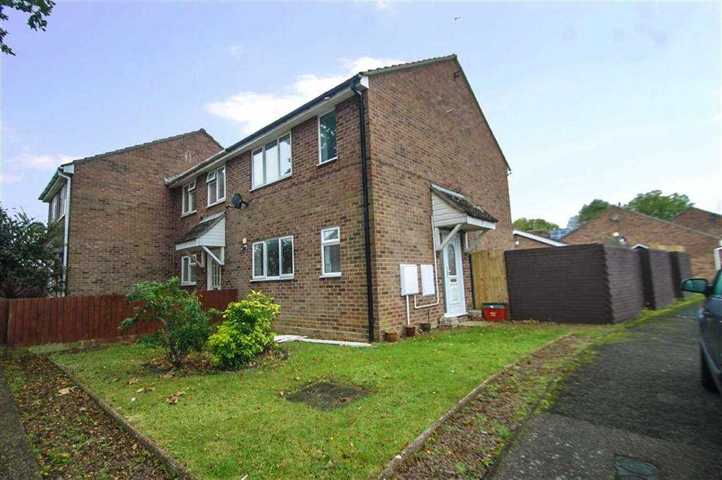 3 Bedrooms Semi Detached House for sale in Blake Drive, Clacton-on-Sea