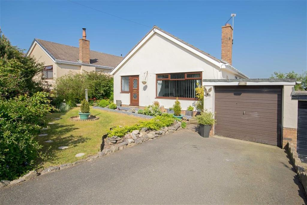 2 Bedrooms Detached Bungalow for sale in The Links, Gwernaffield, Mold