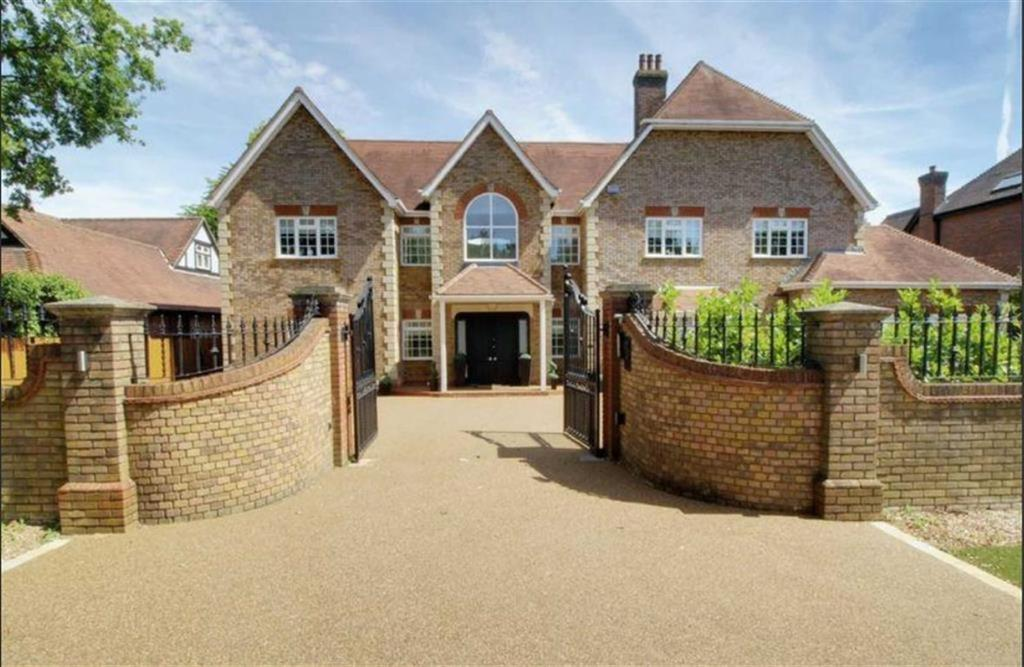 6 Bedrooms Detached House for sale in The Ridgeway, Cuffley, Hertfordshire