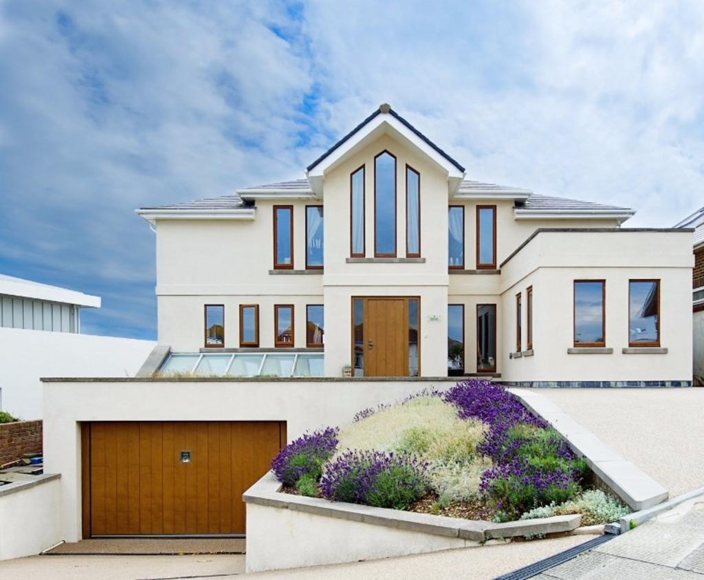 4 Bedrooms Detached House for sale in Marine Close Brighton BN2