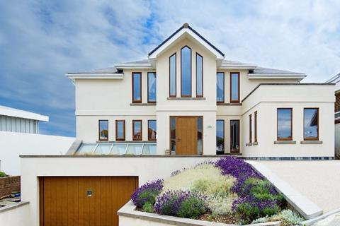 4 bedroom detached house for sale - Marine Close Brighton  BN2