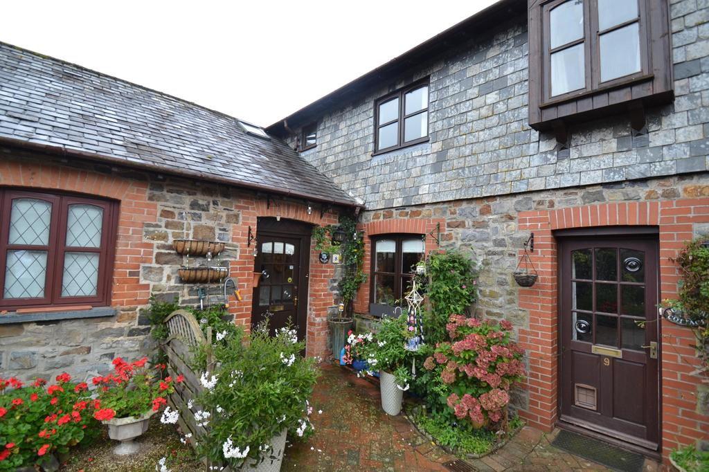 2 Bedrooms Terraced House for sale in Manor Court, Landkey