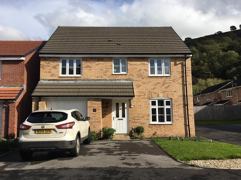 4 Bedrooms Detached House for sale in Golwg Y Mynydd , Godrergraig, Swansea.