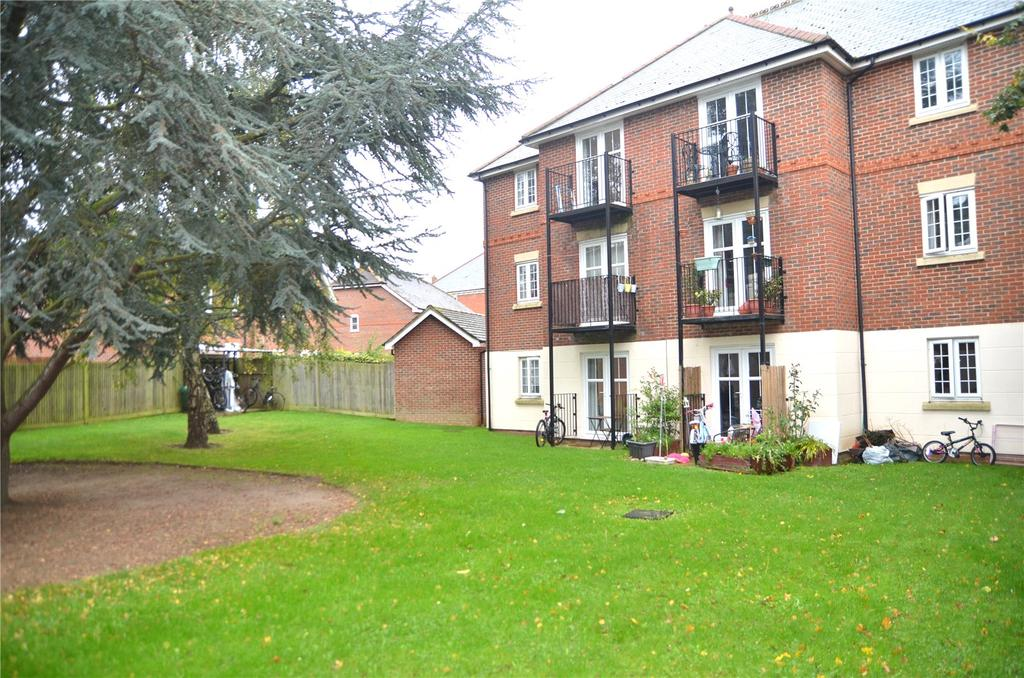 2 Bedrooms Apartment Flat for sale in Horsecroft Way, Tilehurst, Reading, Berkshire, RG31