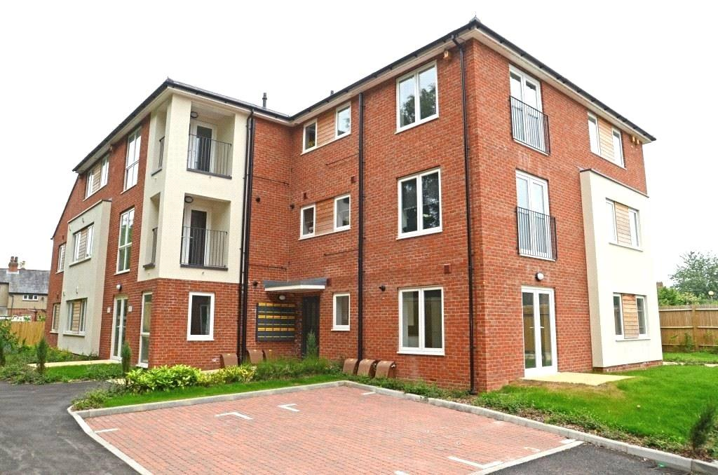 2 Bedrooms Apartment Flat for sale in Graham Court, Theale, Reading, Berks, RG7