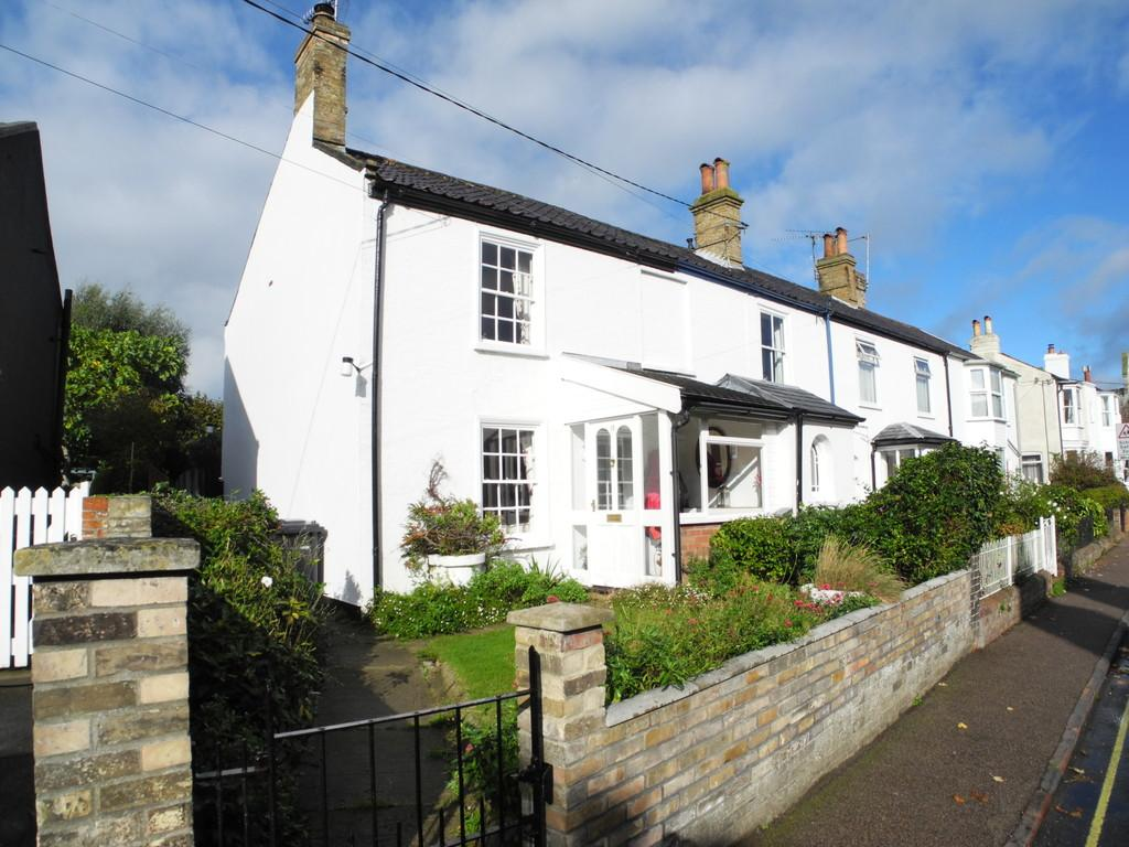 2 Bedrooms Semi Detached House for sale in Wingfield Street, Bungay