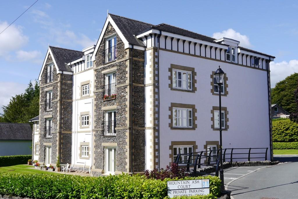 3 Bedrooms Apartment Flat for sale in 3 Mountain Ash Court, Spooner Vale, Windermere, LA23 1AU