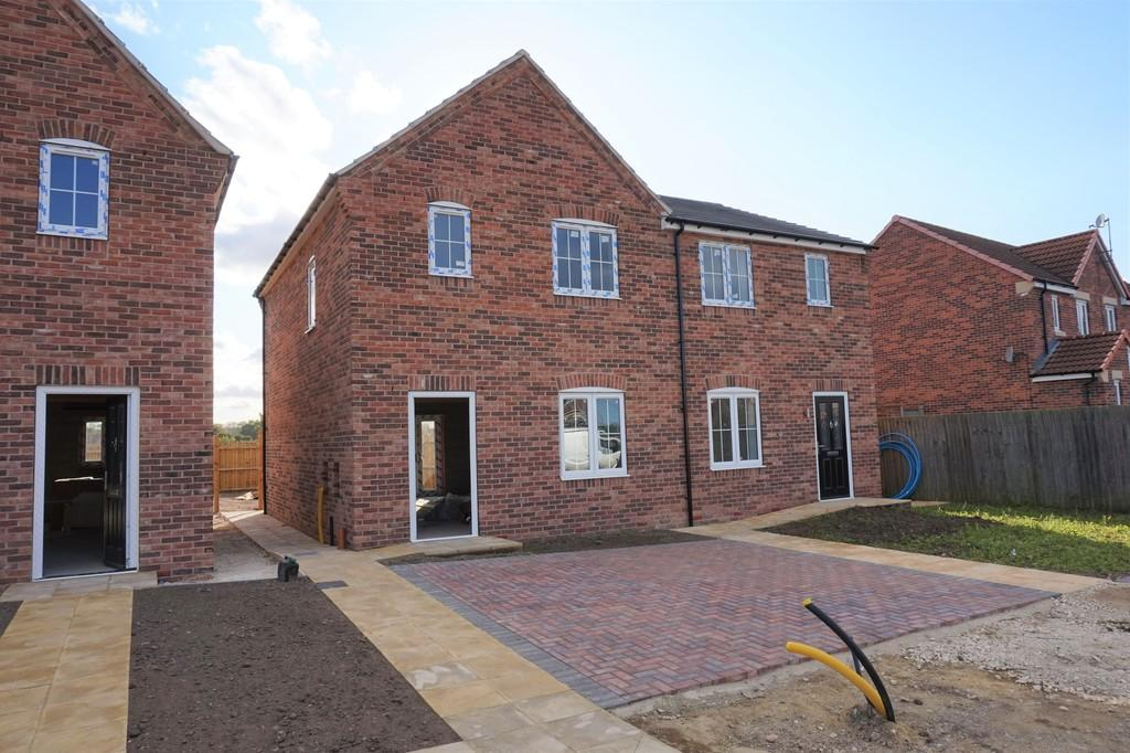 3 Bedrooms Semi Detached House for sale in Birchcroft Road, Retford
