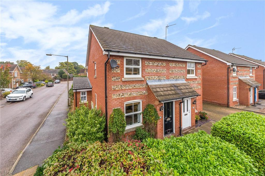 3 Bedrooms Semi Detached House for sale in Puddingstone Drive, St. Albans, Hertfordshire