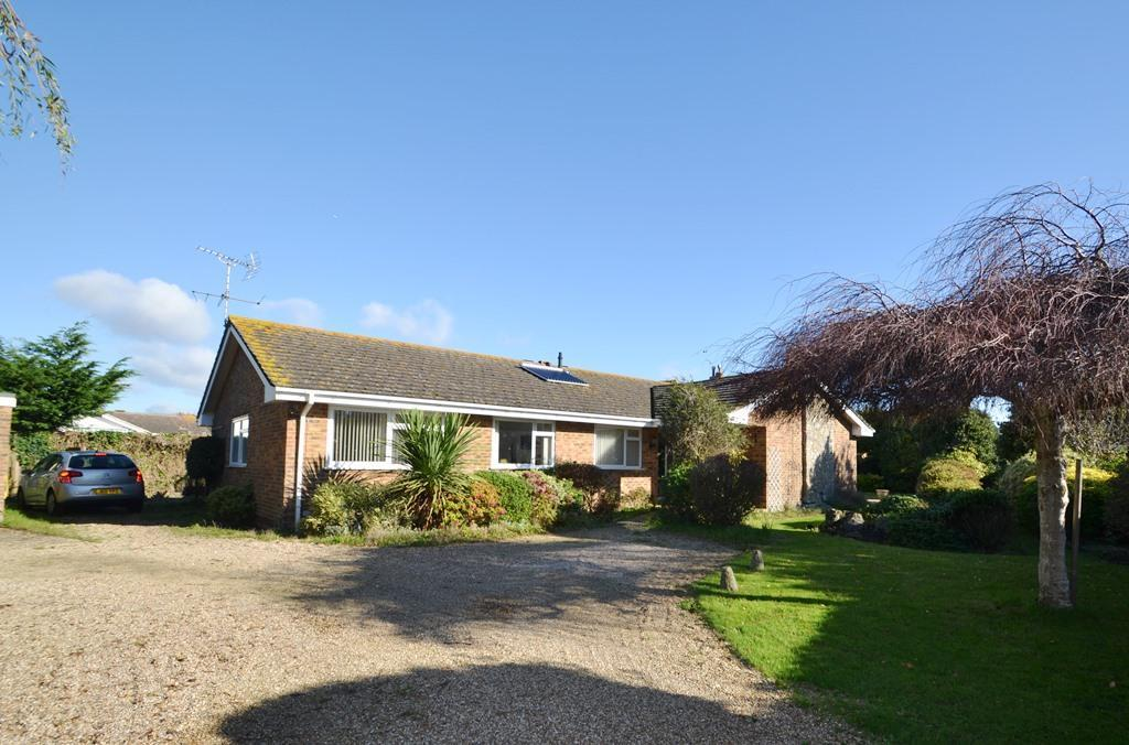 4 Bedrooms Detached Bungalow for sale in Smugglers Walk, Goring By Sea, BN12 4DP