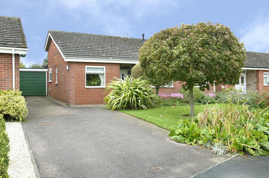 4 Bedrooms Detached Bungalow for sale in Melton Court, Hethersett