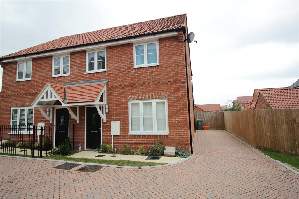 3 Bedrooms Semi Detached House for sale in Dulwich Avenue, Laindon, Essex, SS15