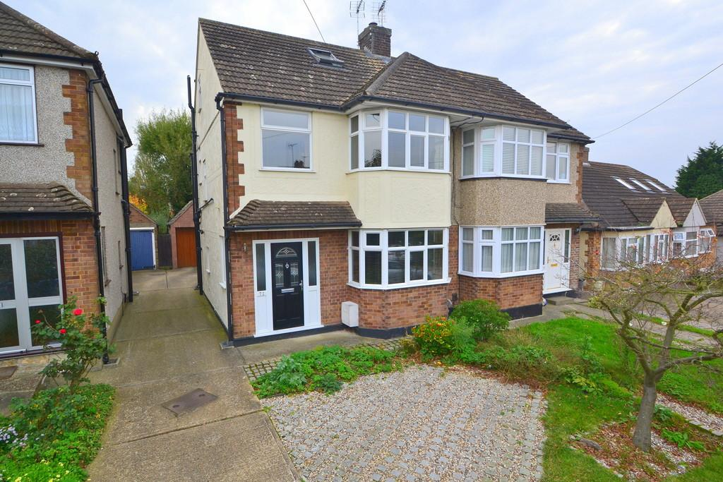 4 Bedrooms Semi Detached House for sale in Stewart Road, Chelmsford, CM2 9BD