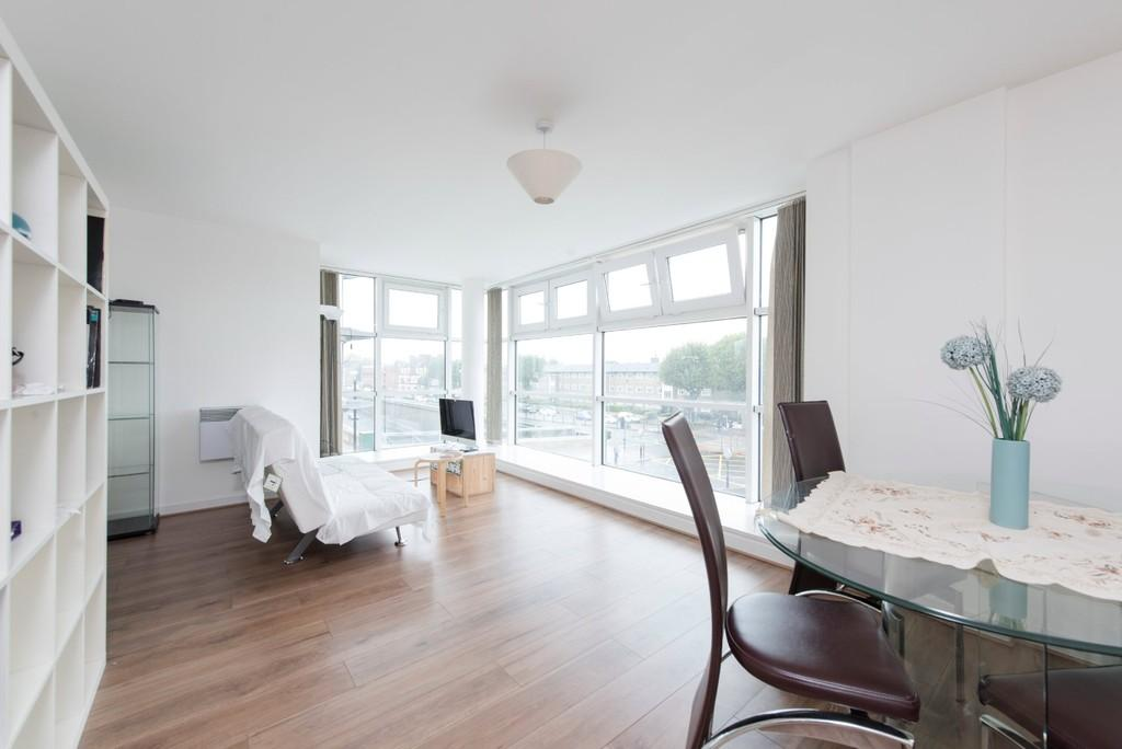 2 Bedrooms Apartment Flat for sale in Phoenix Way, London