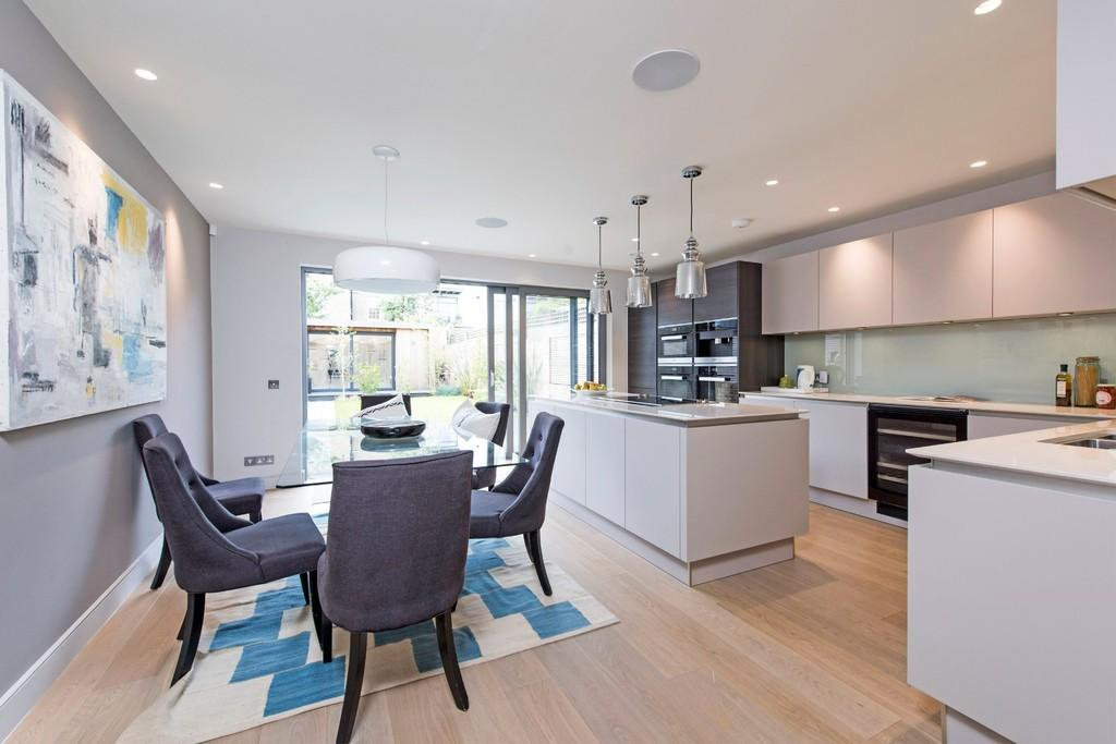 5 Bedrooms Terraced House for sale in Charles Baker Place, London