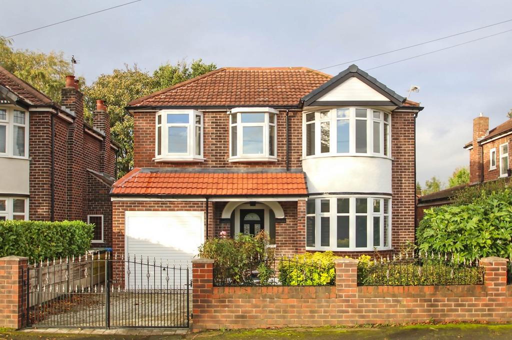 4 Bedrooms Detached House for sale in Sidmouth Avenue, Flixton, Manchester, M41
