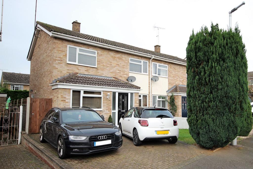 3 Bedrooms Semi Detached House for sale in Riverside, Shefford, SG17